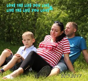 rodinné foto pred príchodom malého človiečika :) - Zobraziť knihu